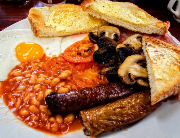 Desayuno típico inglés. © 2013 Garry Knight CC BY 2.0
