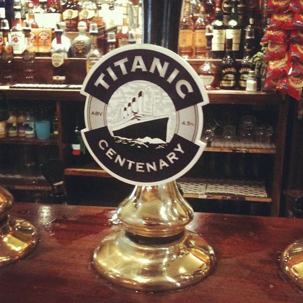 Cerveza Titanic en un Wetherspoon de Southampton, Reino Unido.