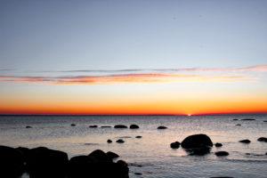 Puesta de sol en el Parque Nacional de Lahemaa, Estonia.