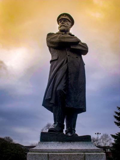 Estatua de Edward John Smith, capitán del Titanic. © 2012 Elliott Brown CC BY 2.0.