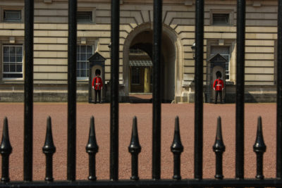 Guardia en Buckingham Palace, Londres, Reino Unido.