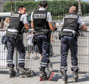Policía en París, Francia.