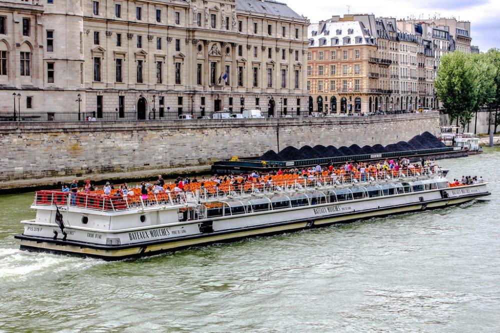 Bateaux Mouches de París, capital de Francia.