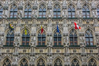 Detalle de la fachada del ayuntamiento de Lovaina, Bélgica.