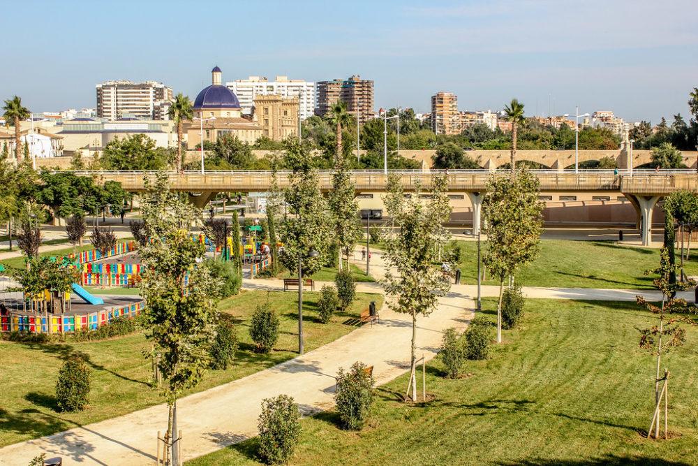 Jardines del río Turia de Valencia, España.