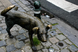 Zinneke Pis, el perro que mea, Bruselas, Bélgica.