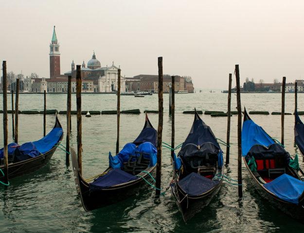 Góndolas en Venecia, Italia.