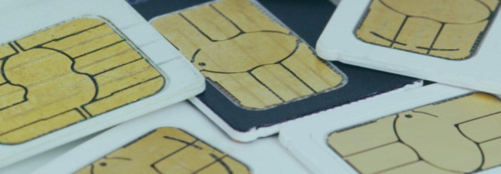 Compra tarjetas SIM para teléfono móvil.