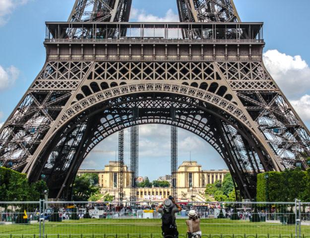 Base de la Torre Eiffel, París, Francia.
