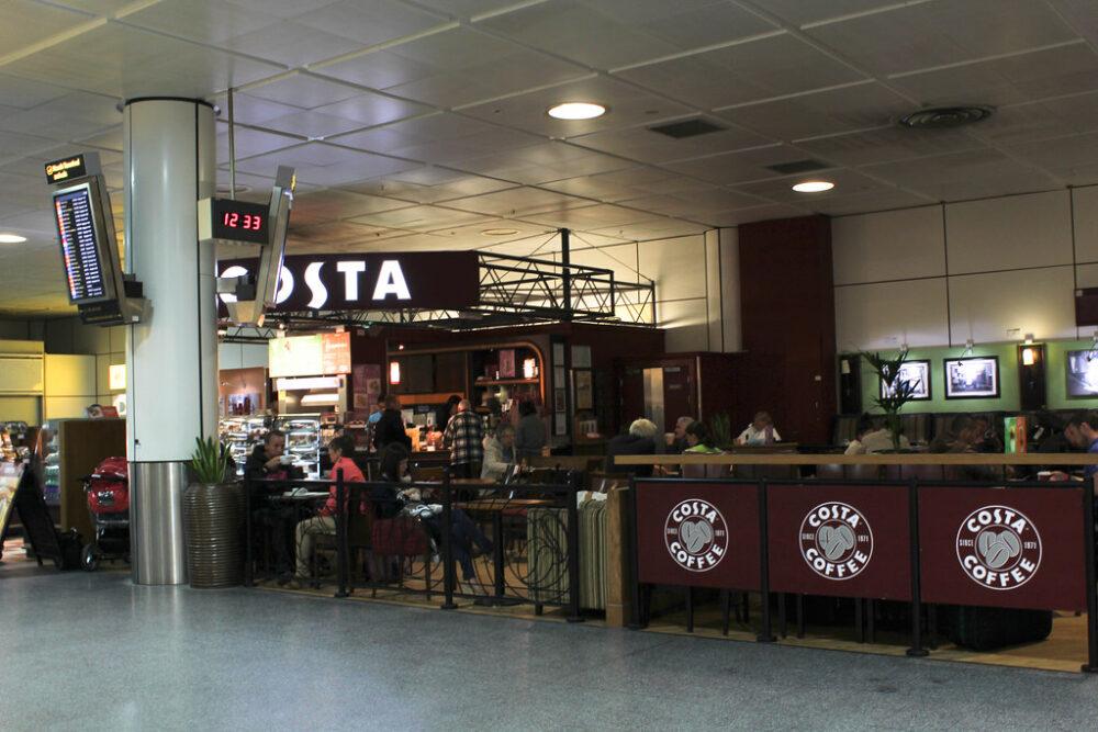 Barista de una cafetería Costa podría ser tu primer trabajo en Reino Unido.