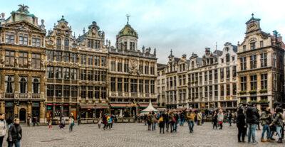 Vida en la Grand Place de Bruselas, capital de Bélgica.